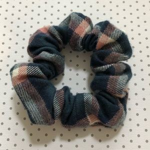❗️FREE w/ any purchase❗️Brand new plaid scrunchie